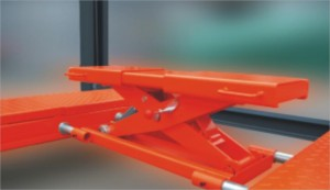 Manual lock release four post car lift with rolling jack